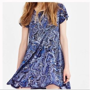 Silent + noise UO blue Rayon paisley dress SMALL